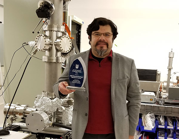 Director General of the Nanotechnology Research Centre, Guillermo Ordorica-Garcia, with the award